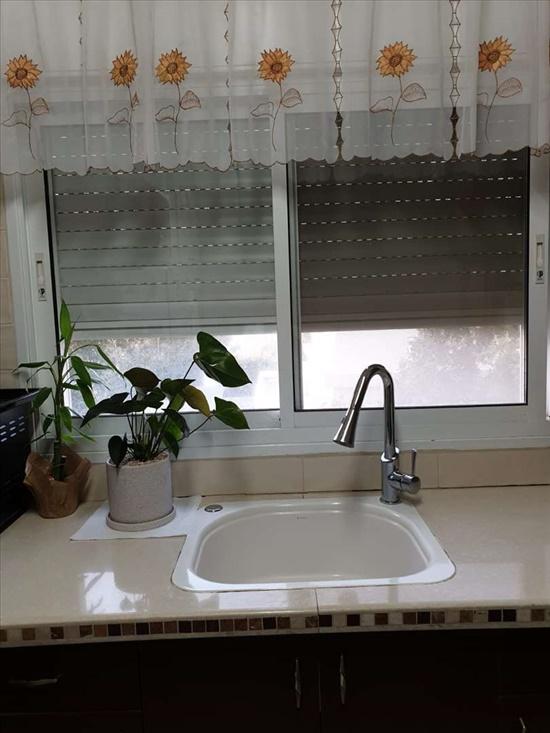 דירה למכירה 4 חדרים בנהריה ז'בוטינסקי מרכז העיר