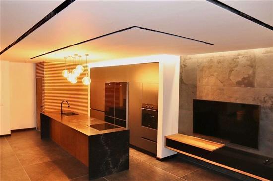דירה למכירה 5 חדרים בבת ים ז׳בוטיסנקי  חוף הים