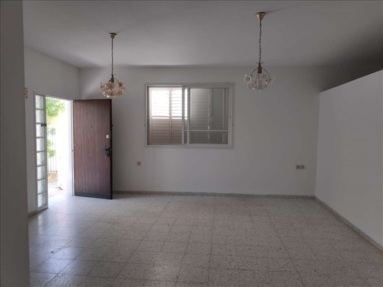 דירה למכירה 4.5 חדרים בקרית מוצקין חנה סנש מוצקין הותיקה