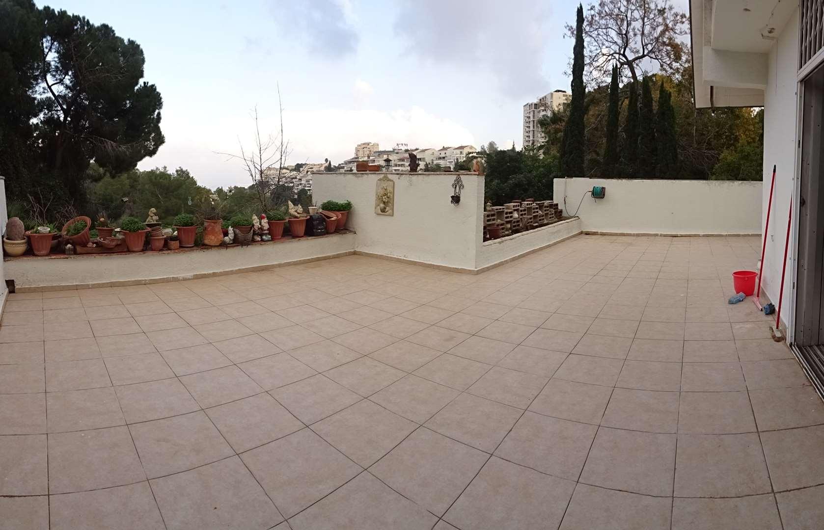 דירה למכירה 5.5 חדרים בחיפה שמשון 55 נעמ