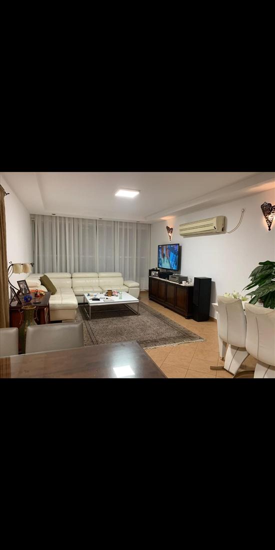 דירה למכירה 5 חדרים ברחובות בתיה מקוב מרכז