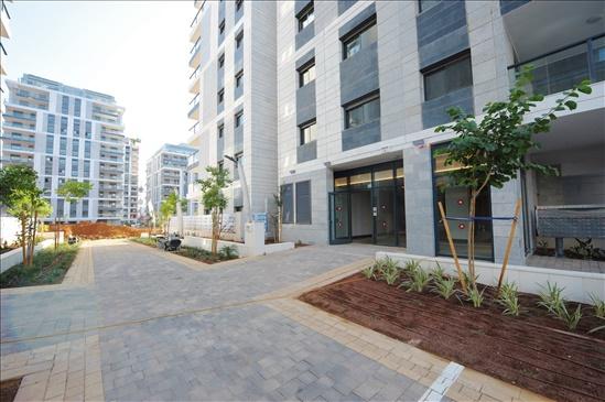 דירה למכירה 6 חדרים באור יהודה לא מוכר הפרדס