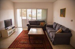 דירה להשכרה לנופש ותקופות קצרות 4 חדרים ברעננה הדס