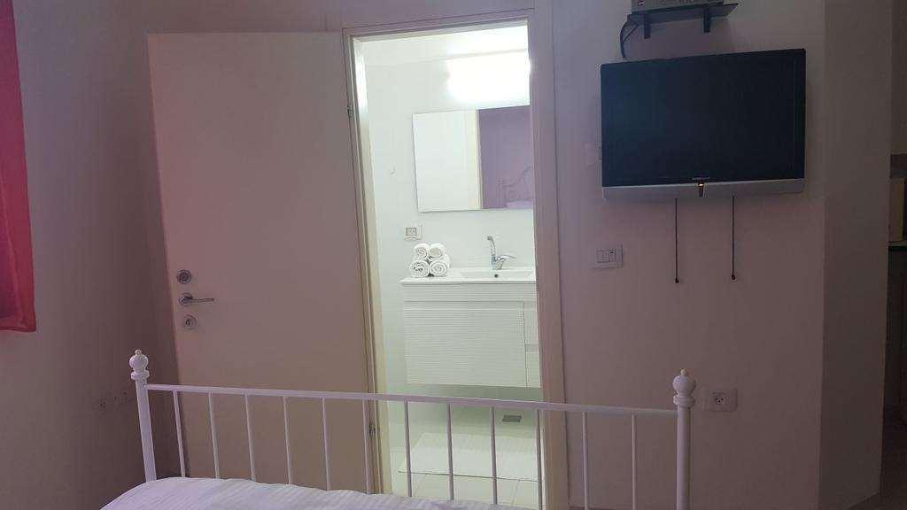 דירת סטודיו להשכרה לנופש ותקופות קצרות 1 חדרים באור עקיבא שלום שבזי