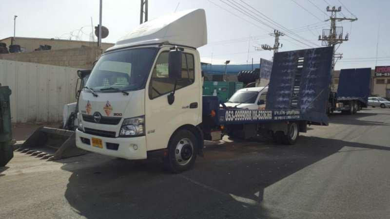משאיות אחר