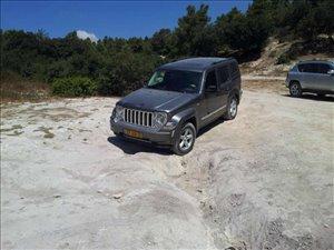 ג'יפ / Jeep  ליברטי 2012 יד  1