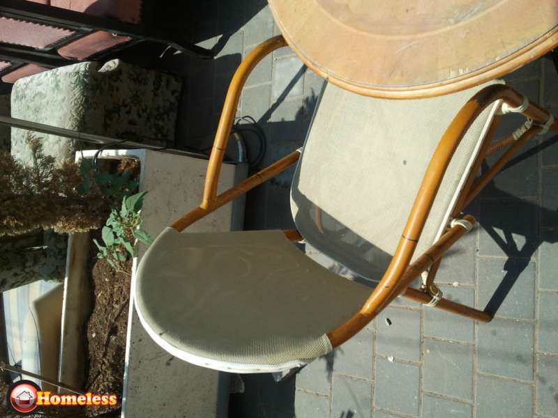 ציוד לעסקים - שולחנות וכסאות