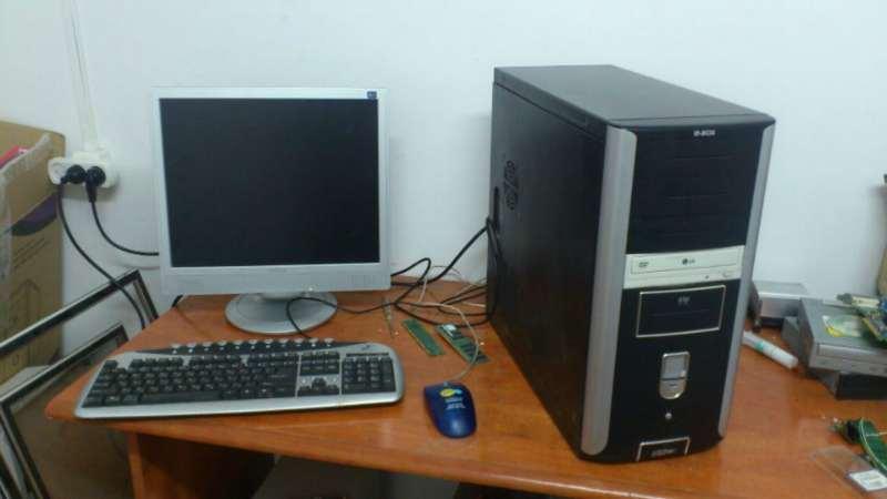 מחשבים וציוד נלווה - מחשב