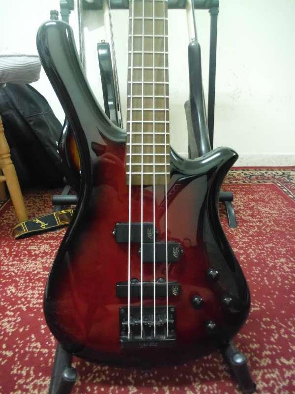 כלי נגינה - גיטרה בס