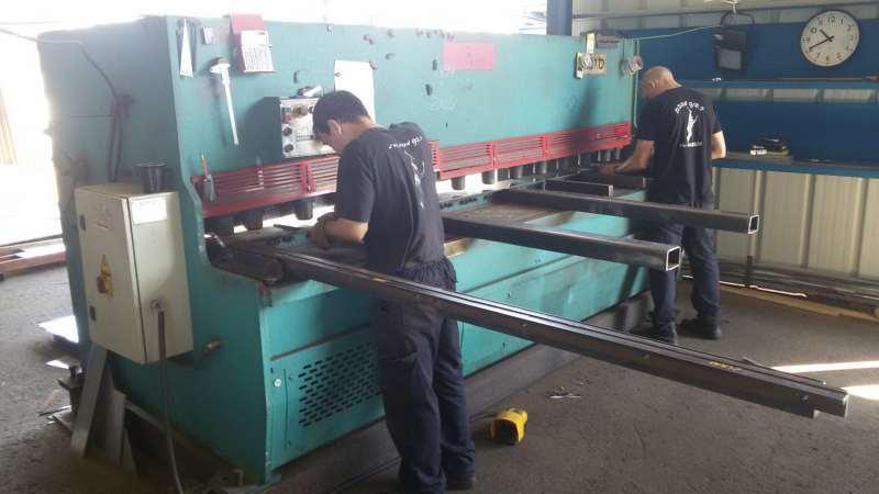 ציוד לתעשייה - מכונות