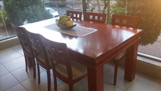 שולחן אוכל עץ מלא.