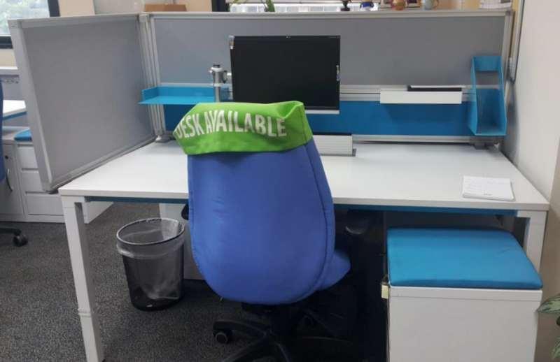 ציוד משרדי - שולחן משרדי