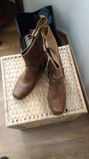 ביגוד ואביזרים נעליים 13