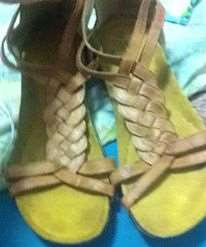 ביגוד ואביזרים נעליים 10