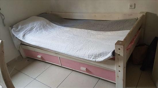 מיטה יחיד נפתחת