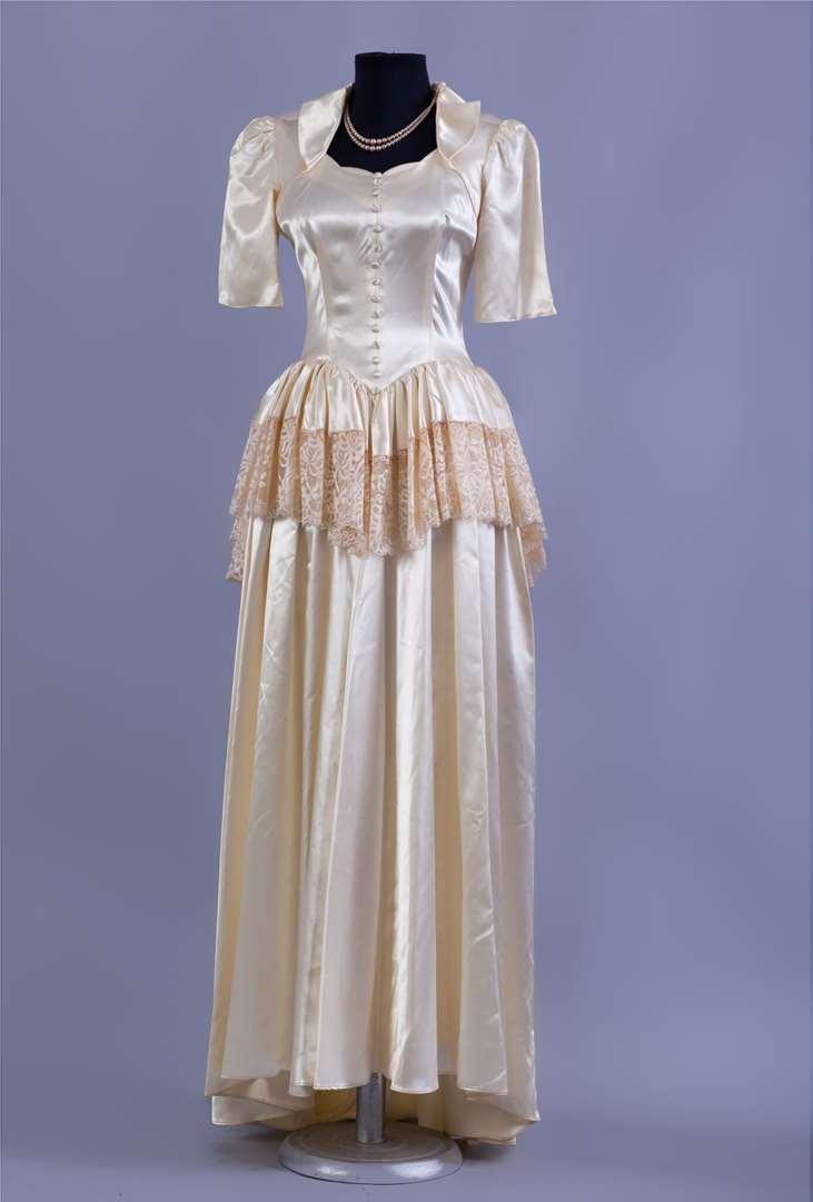 תמונה 2 ,שמלות וינטג' ועתיקות למכירה בחולון יד-שניה לנשים  שמלת כלה