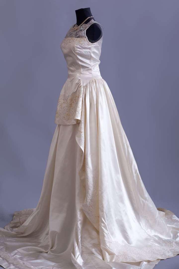 תמונה 4 ,שמלות וינטג' ועתיקות למכירה בחולון יד-שניה לנשים  שמלת כלה