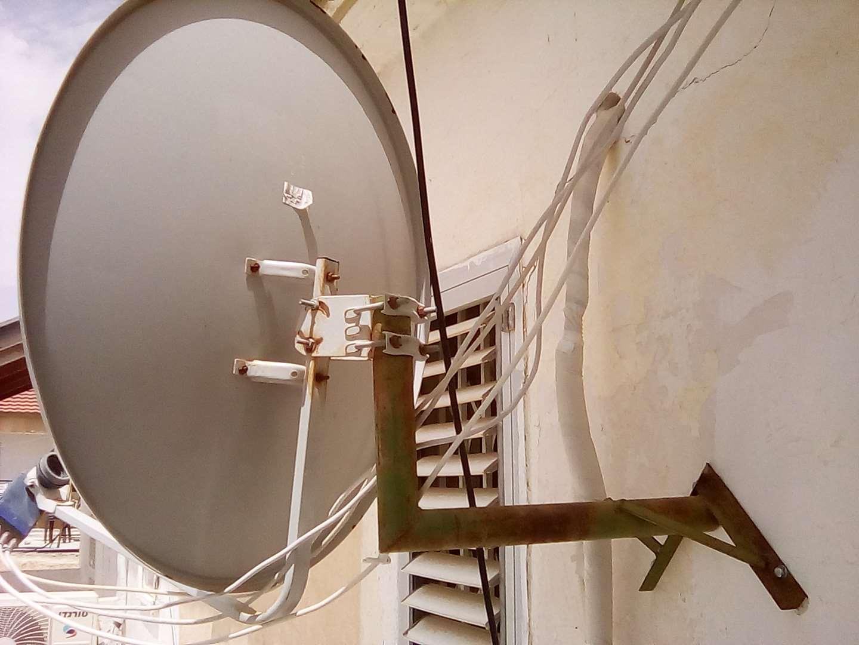 תקשורת - צלחות לווין אנטנות