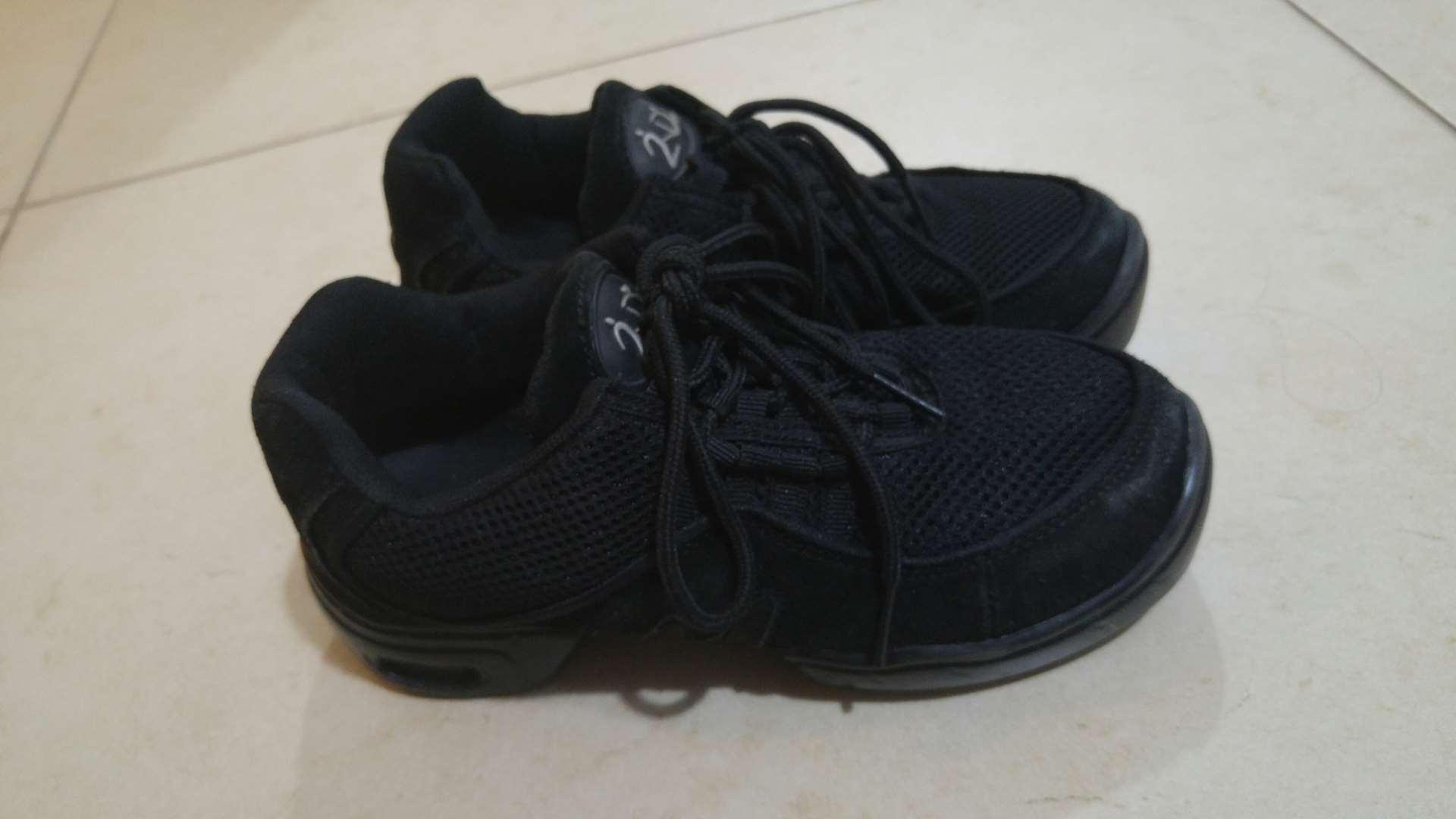 ציוד ספורט - ביגוד ונעליים מקצועיות