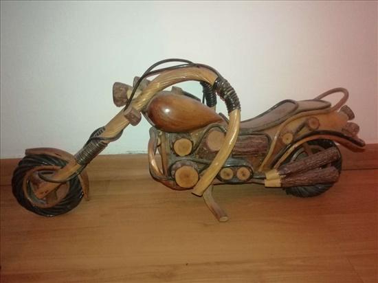 עבודת יד מעץ אופנוע