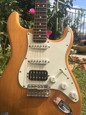 כלי נגינה גיטרה חשמלית 30