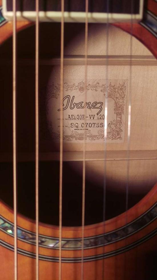 גיטרה אקוסטית Ibanez