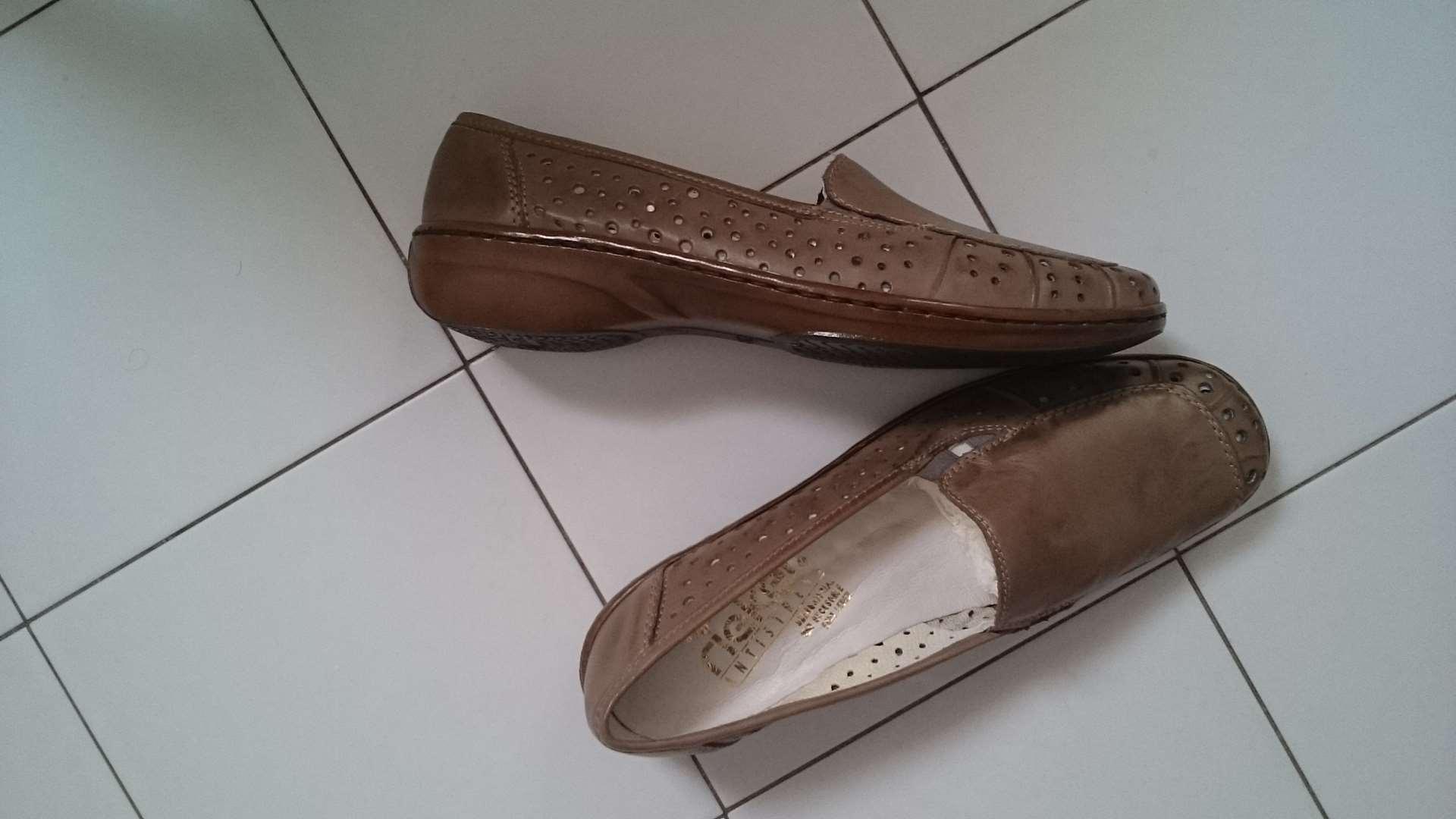 ביגוד ואביזרים - נעליים