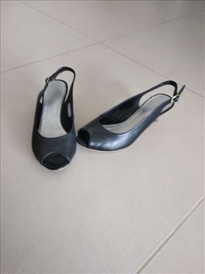 ביגוד ואביזרים נעליים 11