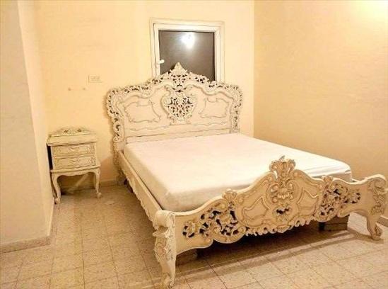 מיטה עתיקה (סגנון) מלכותית