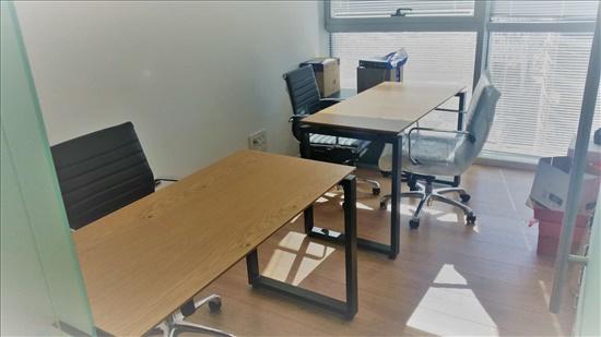 שולחן + כסא + שידה