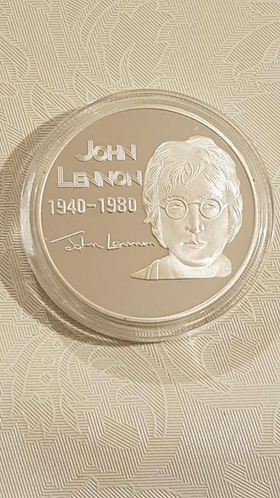 מדליונים ג'ון לנון - מציאה !