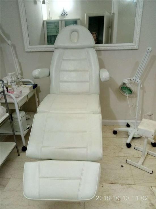 מיטת טיפולים לרופאים וקוסמטיק