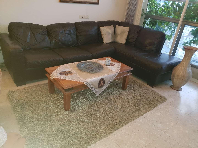 ספה + שולחן + שטיח