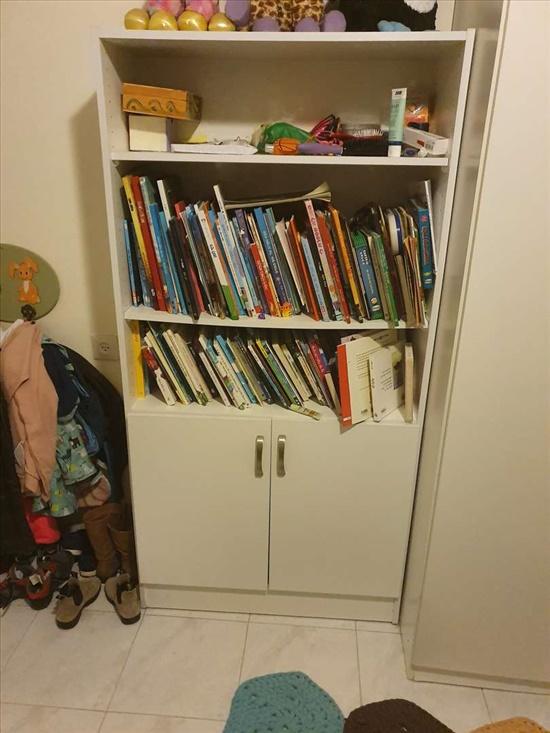 כוננית לחדר ילדים מעץ מלא