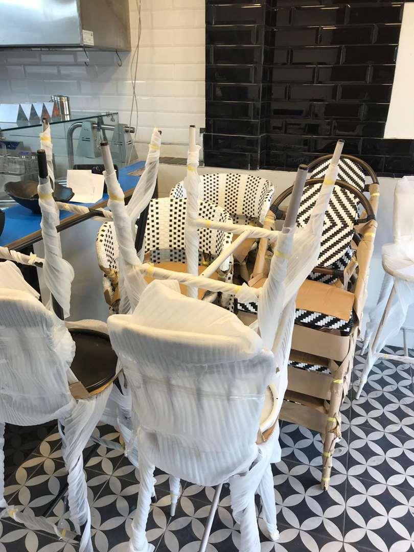 כסאות שולחנות