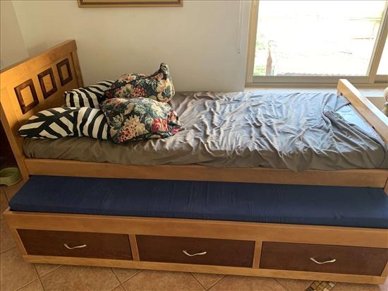מיטת יחיד נפתחת מעץ מלא (מייפל
