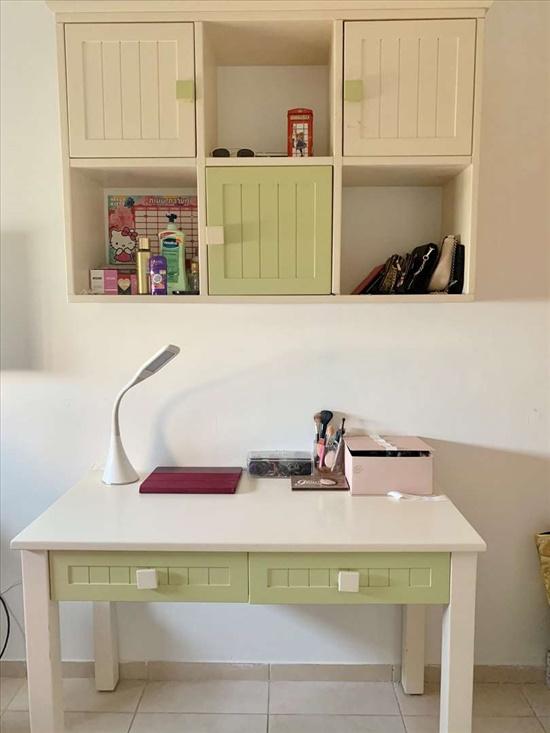 כוורת ושולחן לחדר ילדים