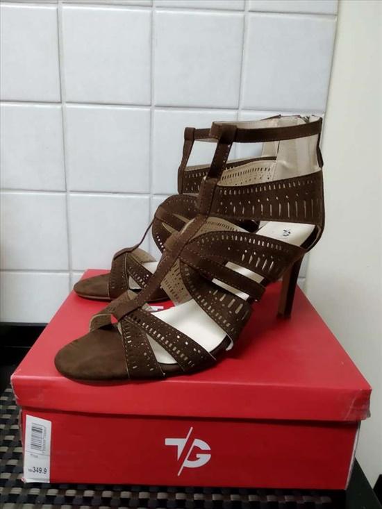 נעלי נשים שונות